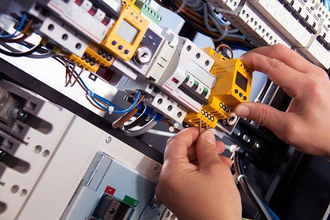 Instalacja elektryczna w domu jednorodzinnym – podłączanie, projekt, koszty