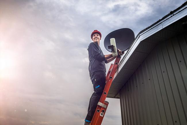 Jak ustawić antenę satelitarną, by osłonić ją przed silnym wiatrem?